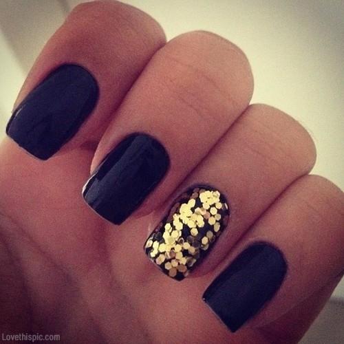 22217-Black-Gold-Glitter-Nails