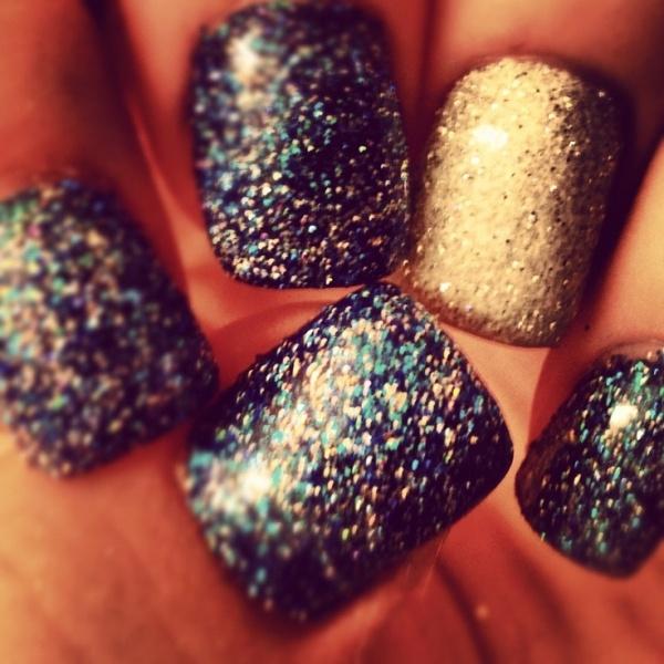 glitter-nails_ofa